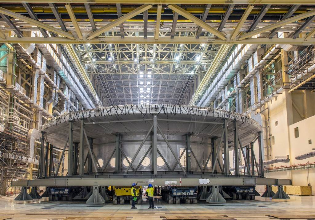 ITER-cryostat_base_section_move_1a_cropped
